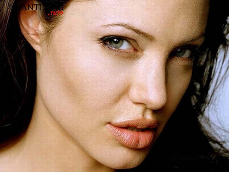 Phụ nữ có tướng môi chẻ